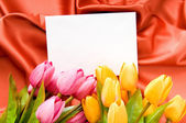 Envelope and flowers on the satin background — Stockfoto