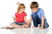 Los niños dibujar con lápices de colores — Foto de Stock