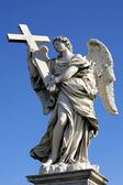 "Angels on the bridge ""Ponte Sant Angelo"" in Rome, Italy — Stock Photo"