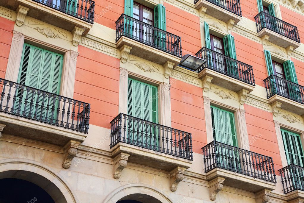 Facade of an old apartment house — Stock Photo #4633619