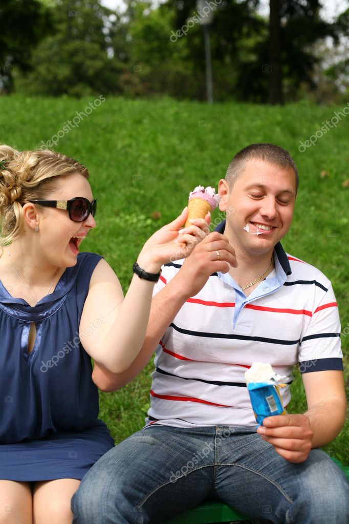Ice cream licking couple in park — Stock Photo #4917617