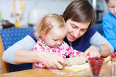 Father and daughter baking together — Stock Photo