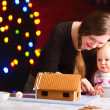 Decorating gingerbread house — Stock Photo #4093015
