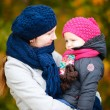 Mother and daughter at autumn park — Stockfoto