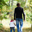 Father and daughter walking in park — Foto de Stock