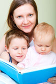 Family reading in bed — Stock Photo