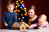 Family making gingerbread house — Stock Photo
