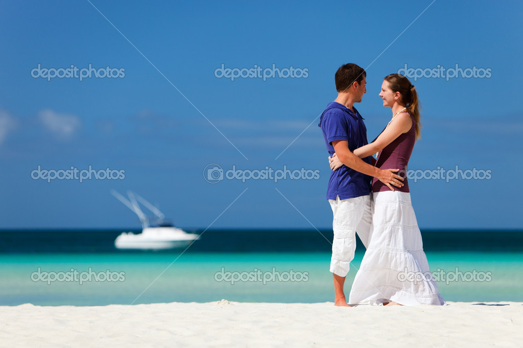 Young happy couple on white sand beach — Stock Photo #4161205