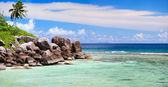 Beautiful rocky coast in Seychelles — Stock Photo