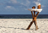 Nice Robinson Crusoe style handmade table with ash-trays and napkins on it prepared for beach party — Stock Photo