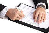 Biznesmen, podpisanie umowy — Zdjęcie stockowe