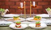 Romantisches candlelight-dinner für zwei — Stockfoto