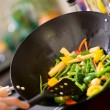 Chef cooking wok — Stockfoto