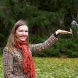 Woman and birds — Stock Photo