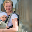 Mother and baby traveling — Stock Photo