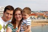üç avrupalı varış noktasında mutlu aile — Stok fotoğraf