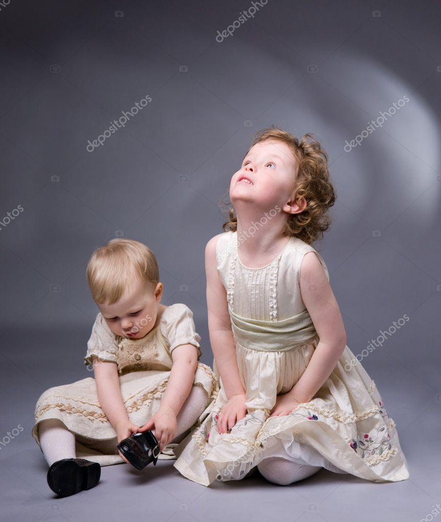 Studio photo of two sisters over gray background — Stock Photo #4729475