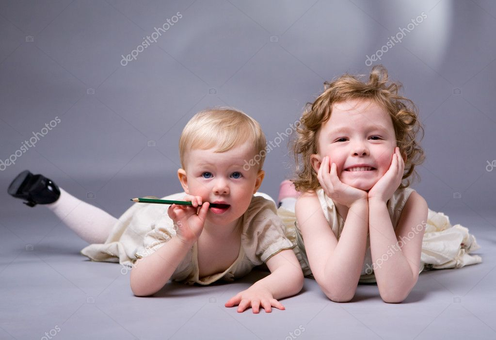 Studio photo of two sisters over gray background — Stock Photo #4729476