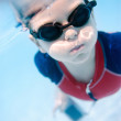 Little boy swimming underwater - Lizenzfreies Foto