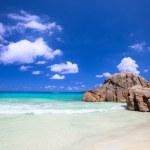 Idyllic beach in Seychelles — Stock Photo #4975835