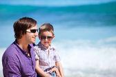 Pai e filho na praia — Foto Stock