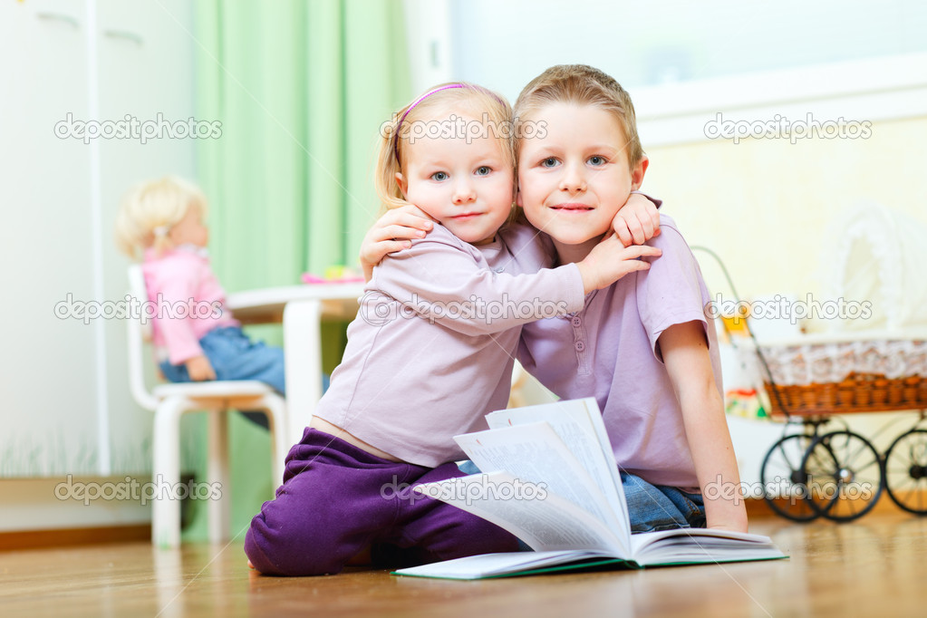 Cute boy and his little sister at home hugging — Stock Photo #5215677