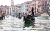 Gondoliero sailing in Venice Grand channel — Stock Photo