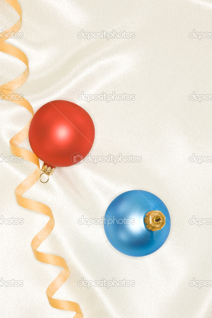 Holiday series: Christmas blue and red ball decoration and streamer — Foto Stock #4345124