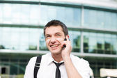 Manager spreken op telefoon van office — Stockfoto