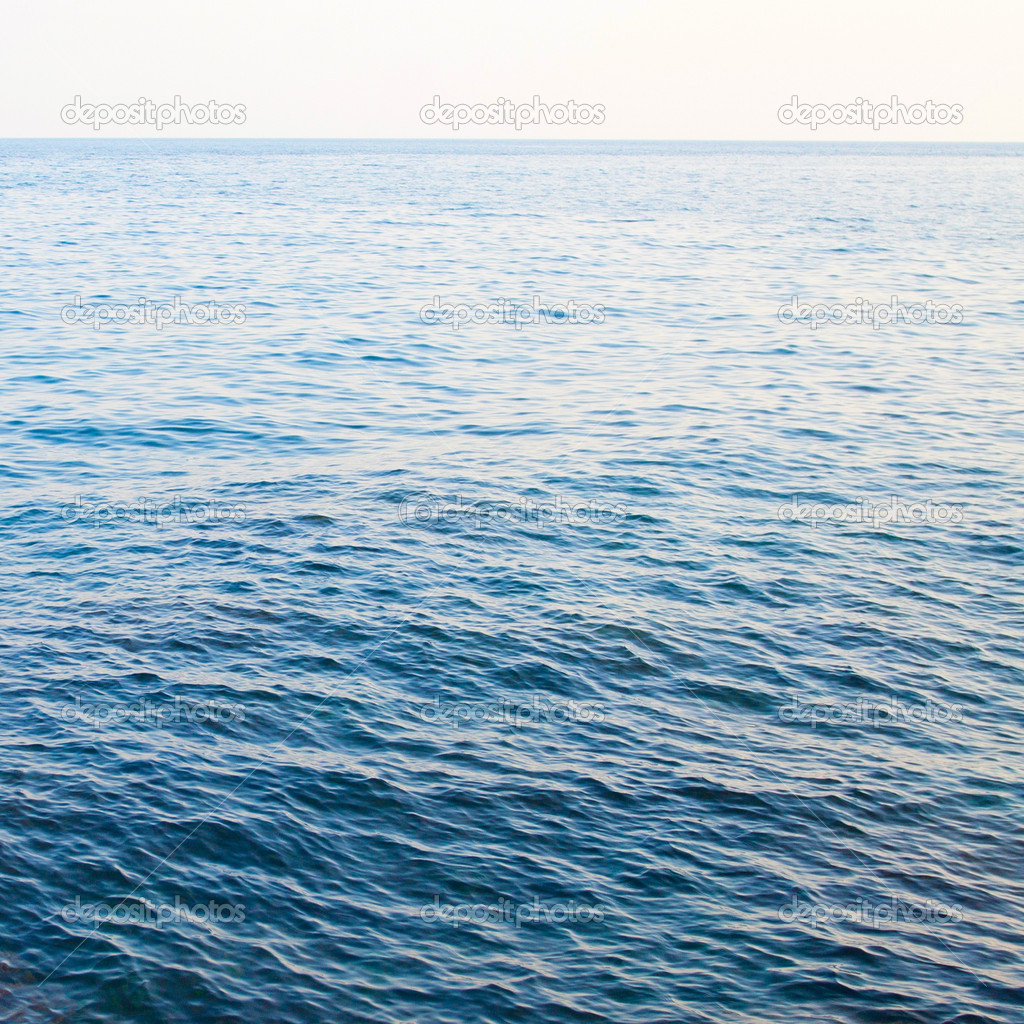 Calm sea extending to the horizon — Stock Photo #5004164