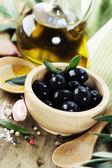 Aceitunas y aceite de oliva — Foto de Stock