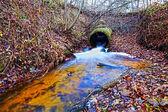 Photo de petit barrage sur la rivière — Photo