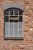 Tuğla duvar penceresi — Stok fotoğraf