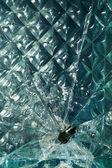 玻璃碎射击孔 — 图库照片