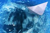 Ship paper floats waves — Stockfoto