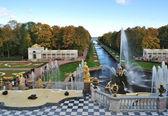 Peterhof. de grand cascade en het zee-kanaal — Stockfoto