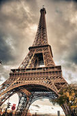 Bottom-Up view of Eiffel Tower, Paris — Stock Photo