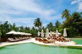 Basen w luksusowy hotel, phuket, tajlandia — Zdjęcie stockowe