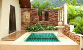 Outdoor jacuzzi at the luxury villa, Koh Chang, Thailand — Stock Photo