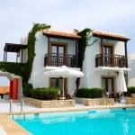 Nowoczesna luksusowa willa z basenem w luksusowy hotel, Kreta, g — Zdjęcie stockowe #4098095