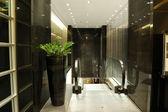 Escalator at luxury hotel interior in night illumination, Patta — Stock Photo