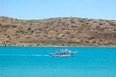 Rekreační člun s turisty, kréta, řecko — Stock fotografie