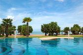 Bazény na pláži luxusní hotel, pattaya, thajsko — Stock fotografie