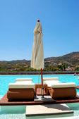 Piscina en el hotel de lujo moderno, creta, grecia — Foto de Stock