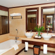 Bathroom at modern luxury villa, Samui island, Thailand — 图库照片