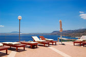 Recreation area by luxury villa with a view on Giouhtas mountain — Stock Photo