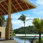 Palm tree at the beach and swimming pool, Phuket, Thailand — Stock Photo #4553715