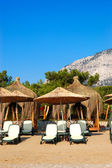 Sunbeds at the beach of luxury hotel, Antalya, Turkey — Стоковое фото