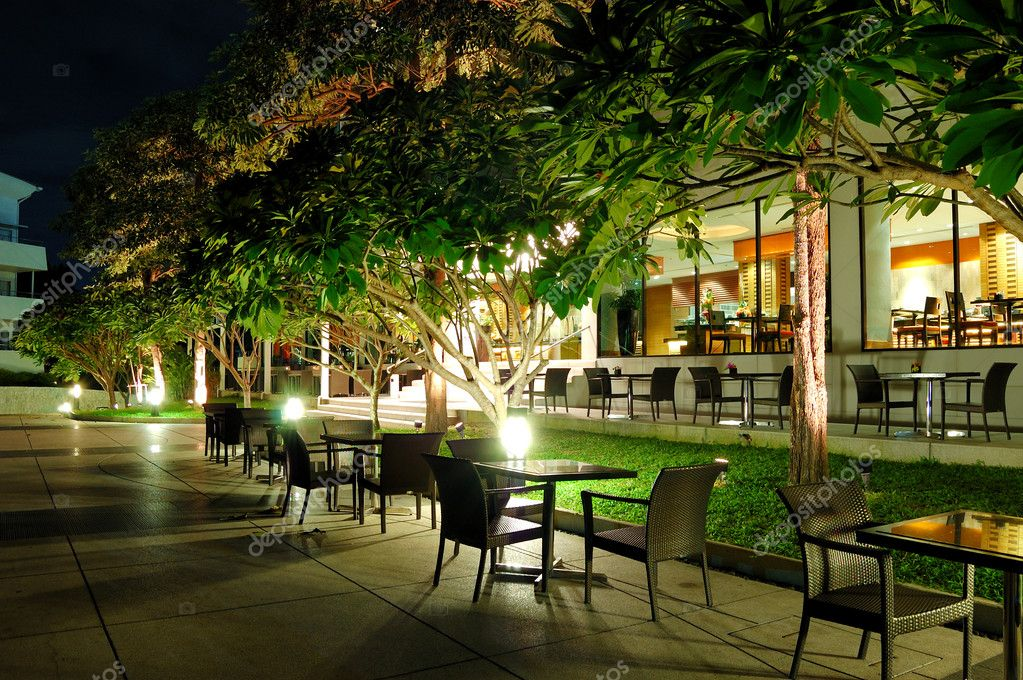 Image gallery outdoor restaurant night for Autrefois home decoration marseille
