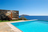 Swimming pool at luxury villa, Crete, Greece — Stockfoto